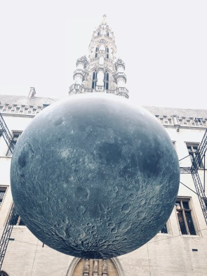 Moon exposition in The Grand Place