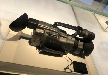 I can remember very clear when my father was making movies of our family with one similar to this, in our trips or bdays!