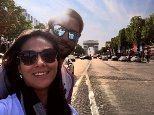 Selfie in the middle of the Champs-Élysées Avenue.