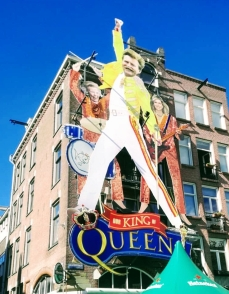 2019 mural at the Cafe De Blaffende Vis. At midnight, to open King's day, the did some lights and smoke and played some Queen music, related to the mural theme of the Band Queen.